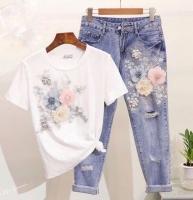 Костюм белая футболка и джинсы цветы DIM