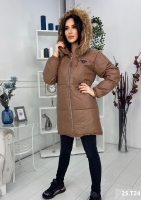 Удлиненная куртка под кожу с натуральным мехом шоколад T124