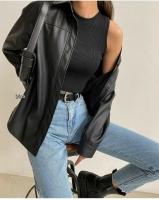 Рубашка под кожу с карманом черная O114