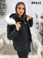Куртка с мехом на капюшоне и нагрудными карманами черная ZI