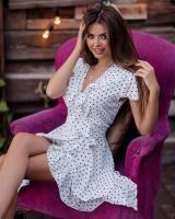 Платье на запах софт в горох белое O114