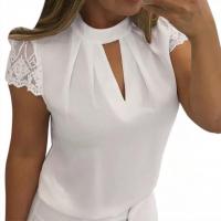 Блузка с коротким кружевным рукавом и вырезом декольте белая A133